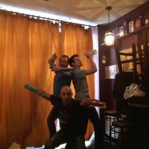 Les trois barmen font le ménage