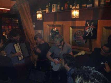 Concert dans le bar