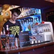 Thomas derrière le bar